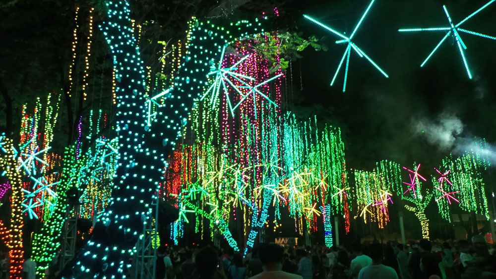 Ayala Triangle Lights and Sounds Show (2)