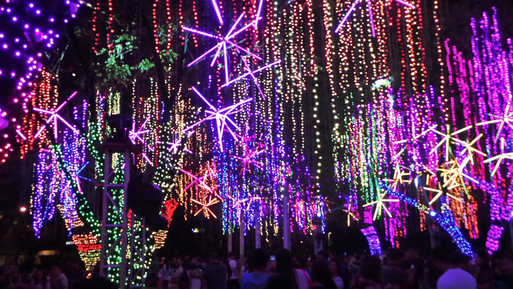 Ayala Triangle Lights and Sounds Show (7)